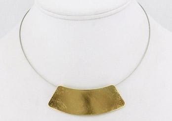 Collier plastron vestale doré