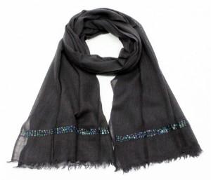 foulard noir et perles de cristal